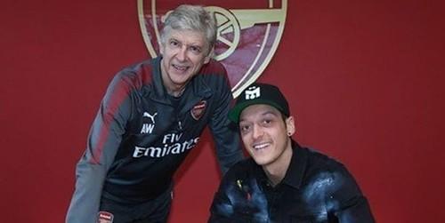 Mesut Ozil Mengikuti Kata Hati Dan Tetap Ingin Bersama Dengan Arsenal