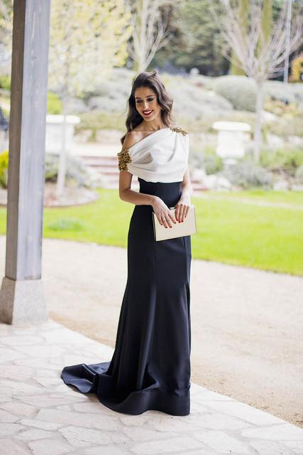 Look hermana de la novia con vestido de Carmen Horneros 1