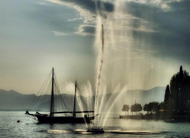 * La Fontana nel Lago # 2 * The Fountain in the Lake # 2 *  (in Explore) *