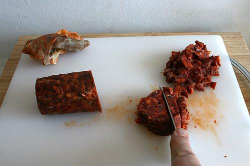 35 - Chorizo würfeln / Dice chorizo