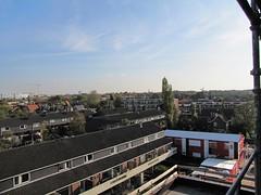 Uitzicht vanaf Nieuwe Voorstad met de bouwkeet rechtsvoor.