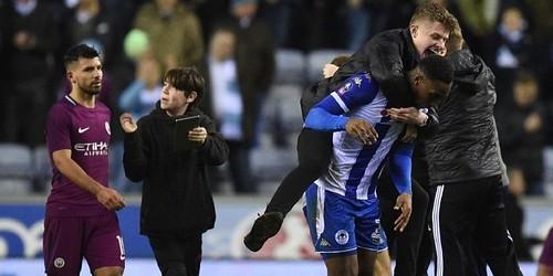 Aguero bentrok dengan fans setelah kalah dari Wigan