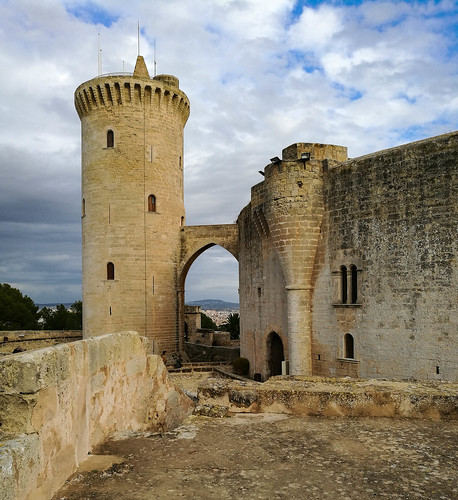 Best ways to explore Palma de Mallorca: Bellver Castle