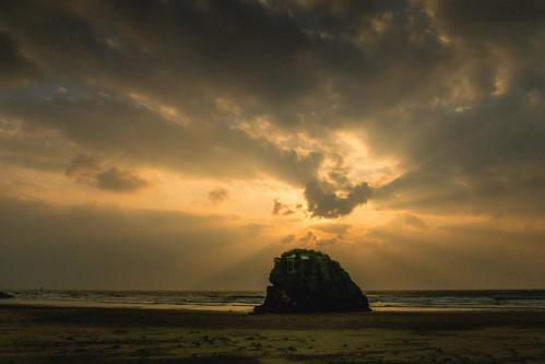 japan shimaneprefecture izumo inasanohama inasabeach torii rock sunset 稲佐の浜