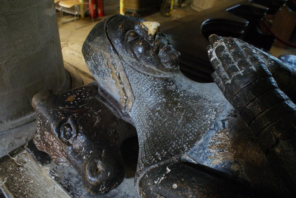 Tombe de chevaliers dans la cathédrale d'Oxford.