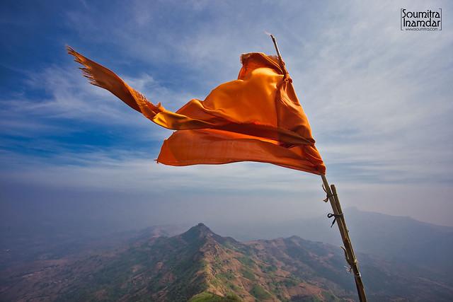 मराठा तितुका मेळवावा, महाराष्ट्र धर्म वाढवावा आहे तितुके जतन करावे, पुढे आणिक मेळवावे महाराष्ट्र राज्य करावे जिकडे तिकडे ||