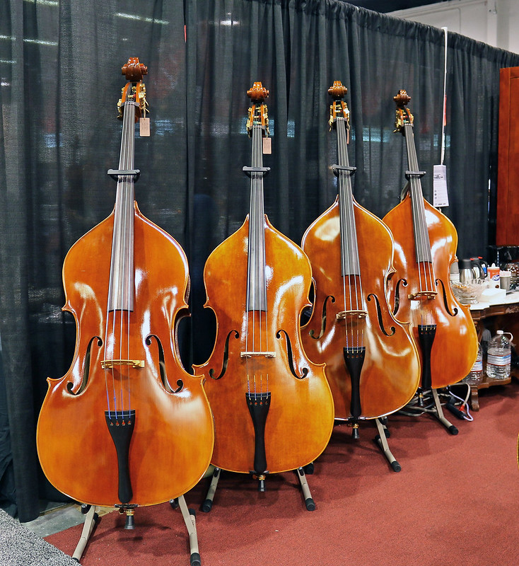 Double basses (1)