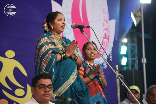 Devotional song by Santoshi and Saathi from Gwalior