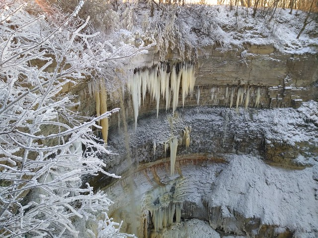 Valaste juga talvel