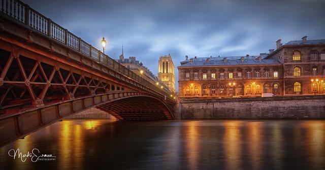 Le pont d'Arcole in blue hour