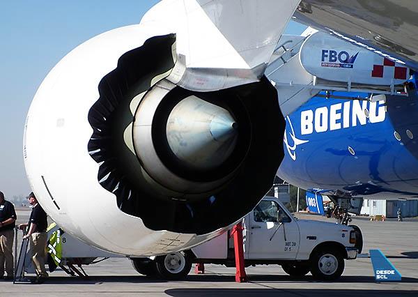 Boeing 787 motor desde atrás (RD)