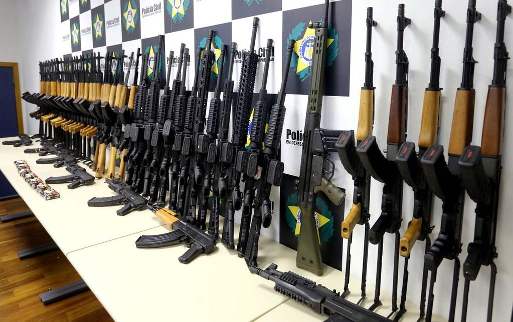 Megatraficante de fuzis para o Brasil é preso na Flórida, EUA, fuzis