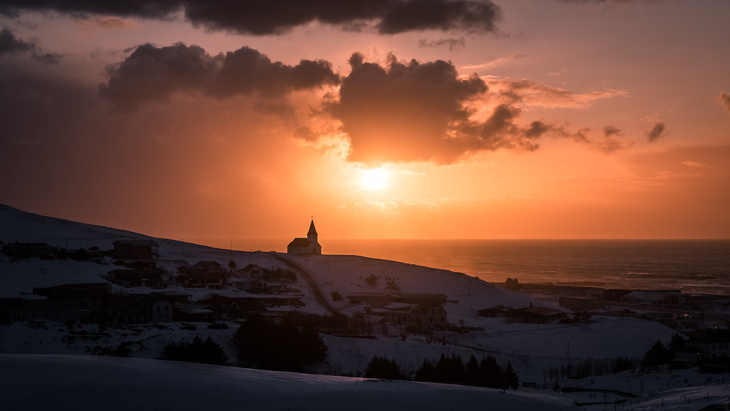 Sunrise in Vik, Iceland picture