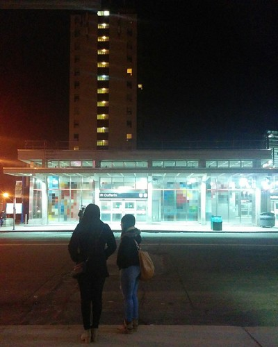 Waiting #toronto #ttc #dufferin #329dufferin #buses #dufferinstreet #bloorcourt #bloordale #night