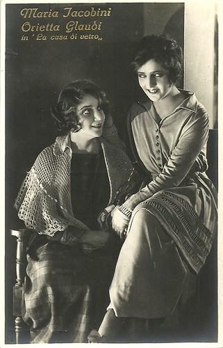 Maria Jacobini and Orietta Claudi in La casa di vetro