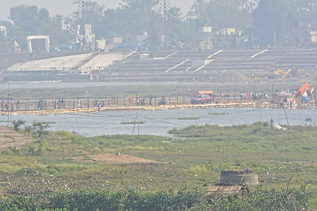 A temporary road made in the Mahanadi basin has affected the flow of the Mahanadi during the kumbh.