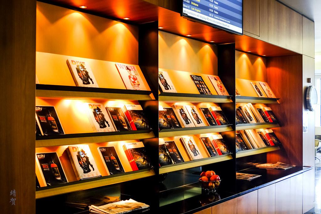 Magazine shelf