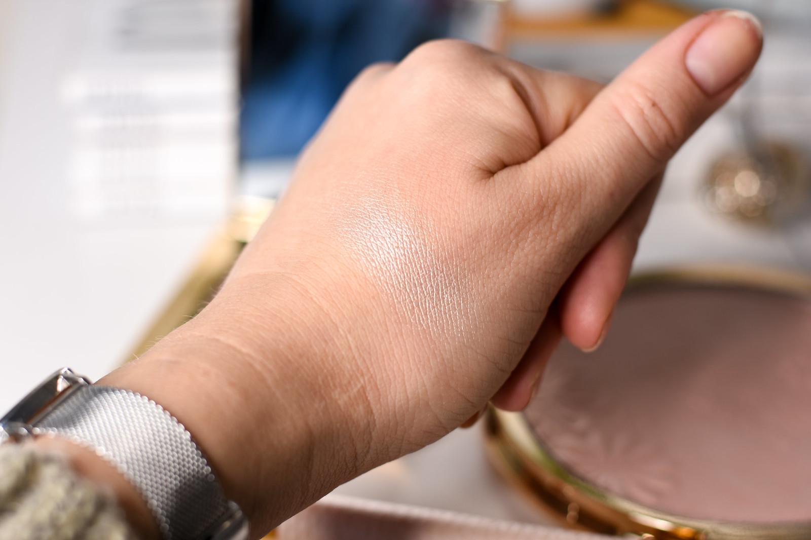 Kaviar Gauche highlighter swatch