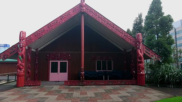 Marae是毛利人接待會館,外觀有許多雕像,代表著神明。
