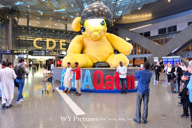 2018 Doha, Hamad International Airport. Posing With The Giant Lamp Bear.