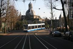Tramlijn 9 daalt af naar de Plantage Middenlaan. Amsterdam 20180108_IMG_8781