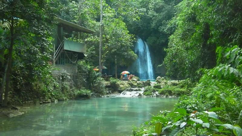Kawasan_waterfalls