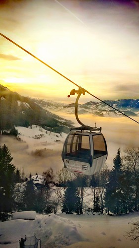 sunset sunlight sunshine lanscape view mountains alps nature outdoors fog foggy trees skiresort skilift cabin cabelcart light colors details travel austria alpendorf stjohann flachau ski sky clouds mood