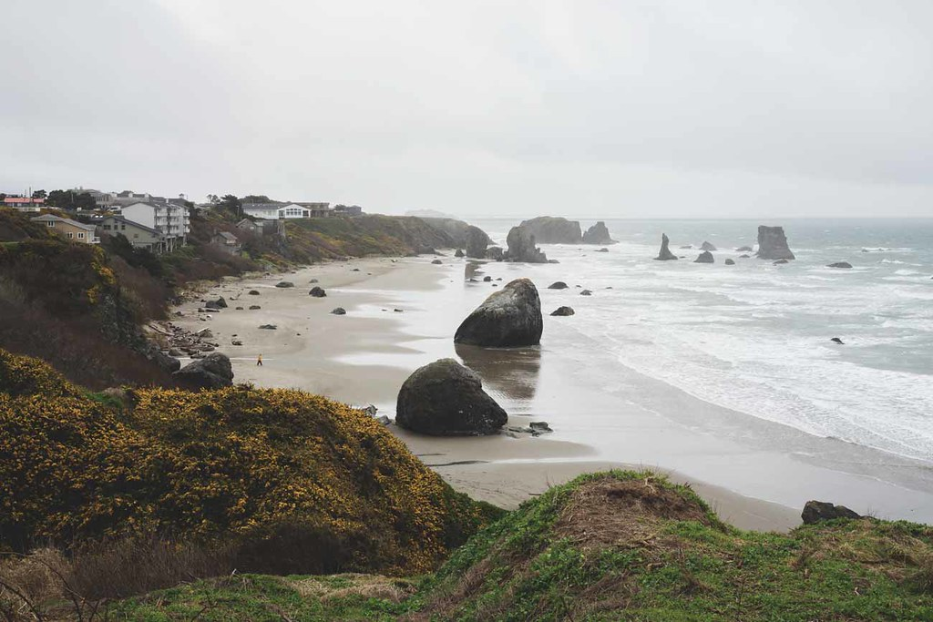 2-oregon-coastline-white-sand