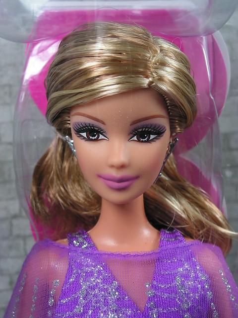 2005 Barbie Fashion Fever Modern Trends Barbie J1326 (1)