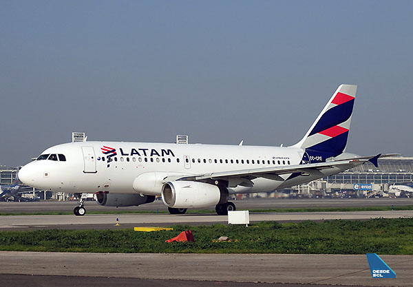LATAM A319 CC-CPE taxiing out (RD)