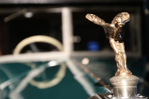 Exposición Un siglo de estilo con muchos de los RollsRoyce  de TorreMadariaga en el Palacio @euskalduna_eus