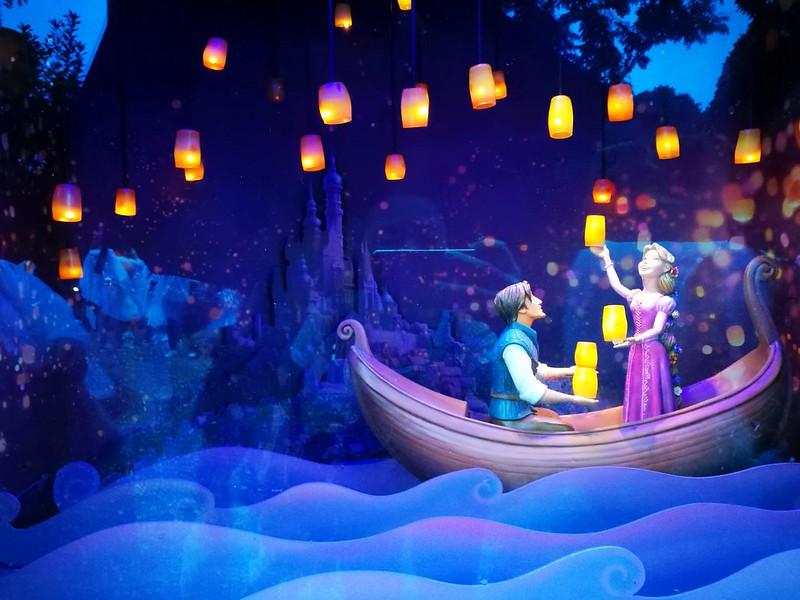 HK Disneyland mechanical display   www.wearejuanderers.com