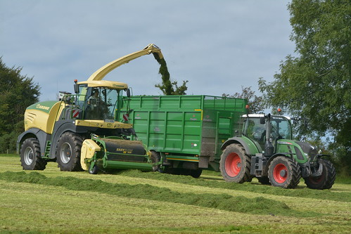Krone Big X 630 SPFH filling a Broughan Engineering Mega HiSpeed Trailer drawn by a Fendt 716 Vario Tractor