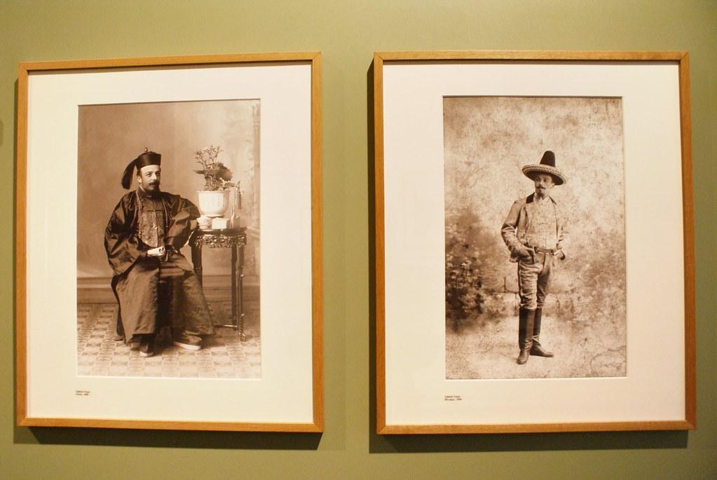 Exposition consacrée à l'un des reporter des frères Lumière habillé dans la tenu du pays visité. Institut Lumière à Lyon.