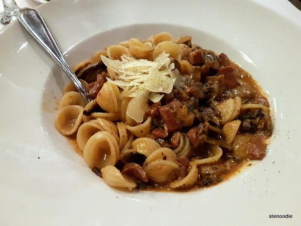 Orrechiette Con Ragu Di Pancetta E Funghi