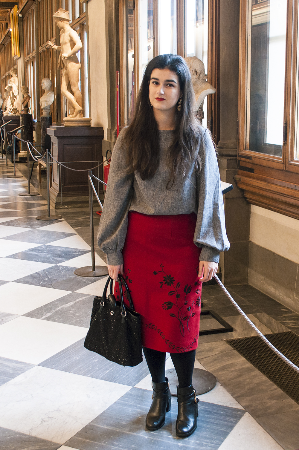 somethingfashion spain firenze italy valencia bloggers outfit galleriauffizi shein blouse wool skirt_0157