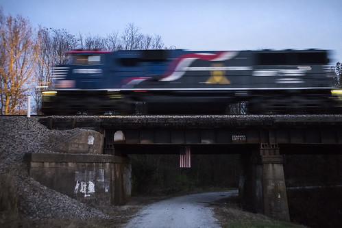 train railroad palmeril palmerillinois ns norfolksouthern honoringourveterans usa unitedstatesofamerica flag usflag redwhiteandblue emd sd60e ns6920 underpass bridge