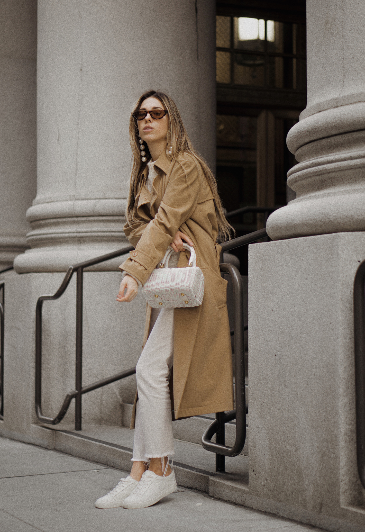 paulsmith_trenchcoat_vinceshoes_wicker_bag_white_outfit_freepeople_lenajuice_thewhiteocean_05