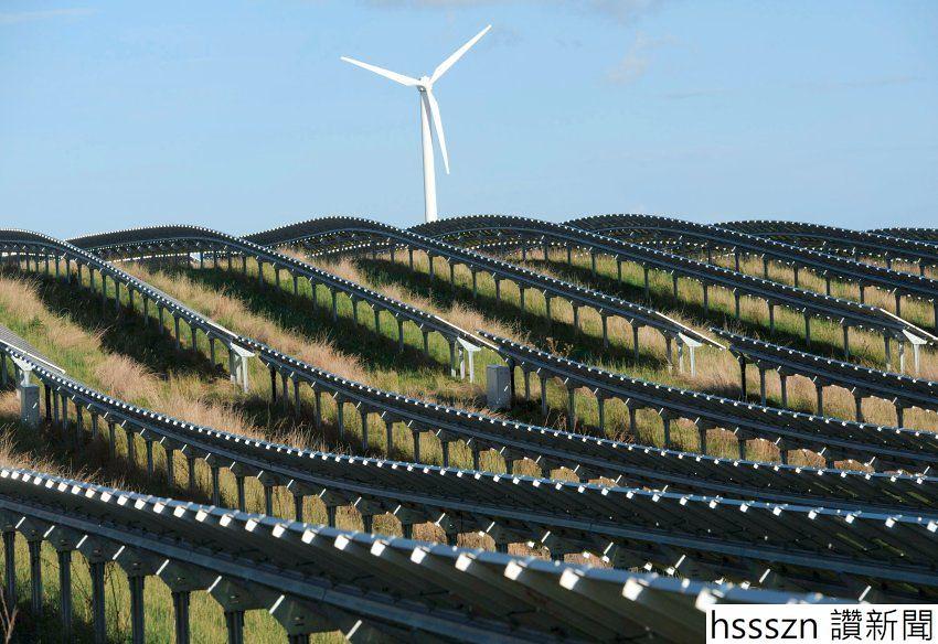 Windrad und Photovoltaikanlage