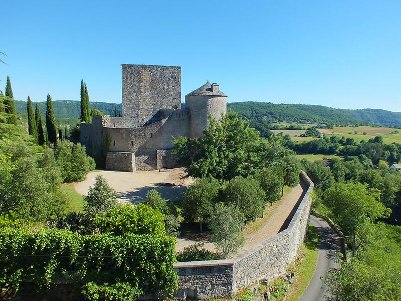 Montbrun - Point de vue sur le château depuis le belvédère