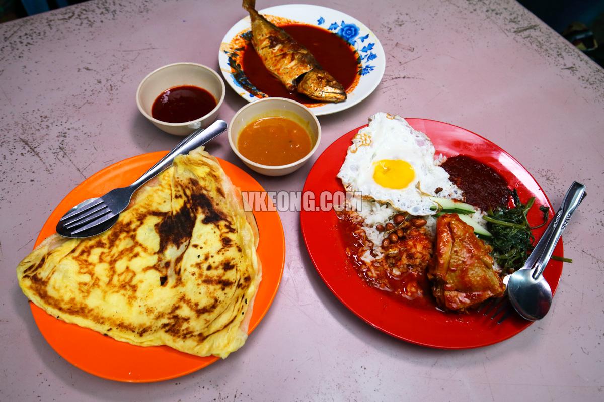 Roti-Canai-Asam-Pedas-Nasi-Lemak-Kampung-Enam-Melaka