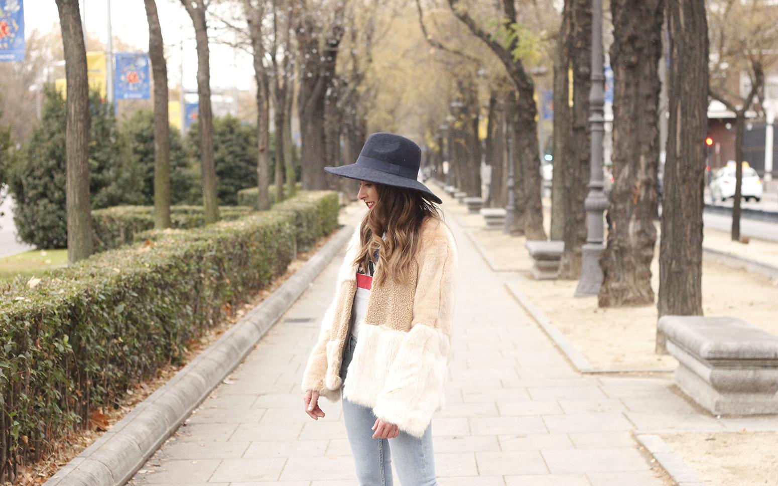 Beige faux fur coat zara blue hat nude heels jeans style fashion outfit winter 12