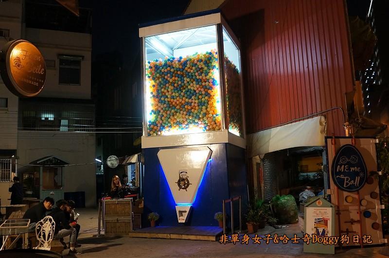 台南巨型扭蛋機貨櫃市集03