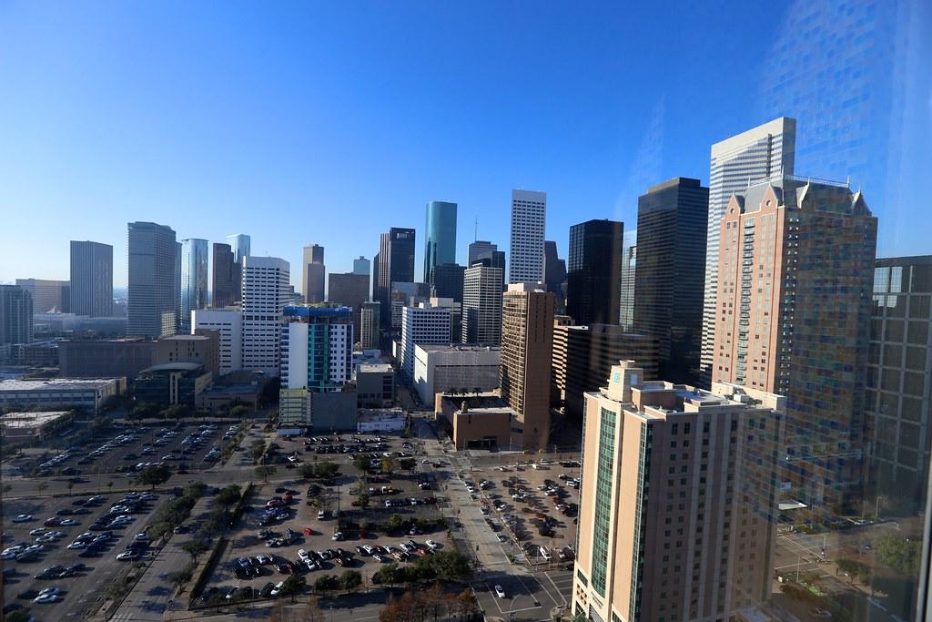 Hilton Americas-Houston Pool and Gym 17