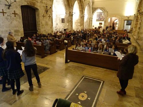 Los niños de catequesis cantan al Niño Jesús. Diciembre 2017