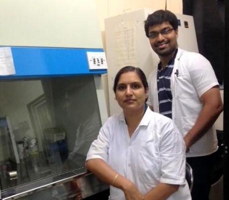डॉ. अर्चना रथ शोध में शामिल अपने सहयोगी के साथ