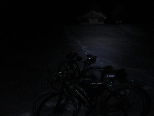 3合目に着いた。雪は結構積もっている。星もきれい