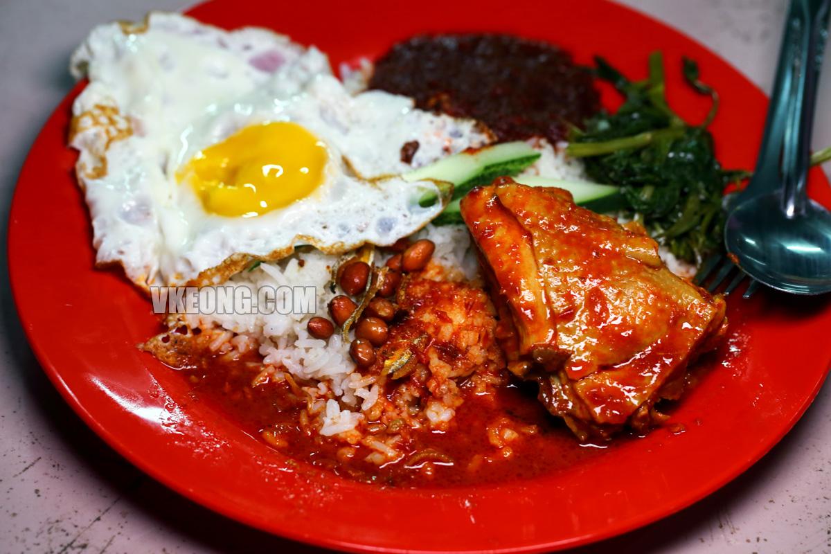 Nasi-Lemak-Chicken-Curry-Kampung-Enam-Melaka