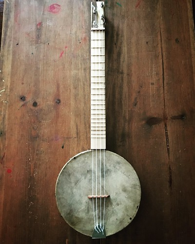 The vintage tambourine banjolele build is done!