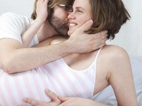 Trong thời kỳ mang thai có nên quan hệ không 03